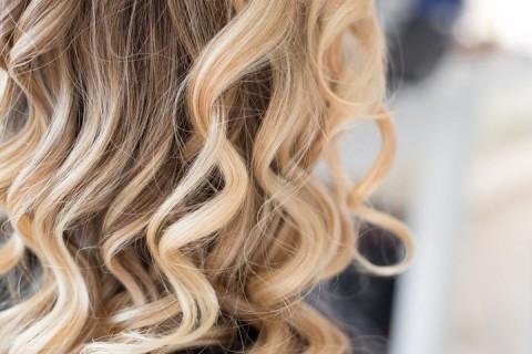 Comment déjaunir les cheveux blonds ?
